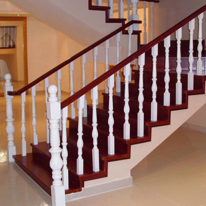 更容易设计出各种不同的造型,有人主张简约,简约到楼梯用钢架和木板