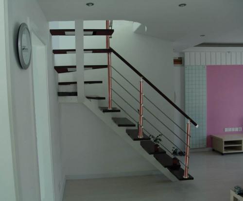 钢木楼梯生产厂家如何选择木踏板材料